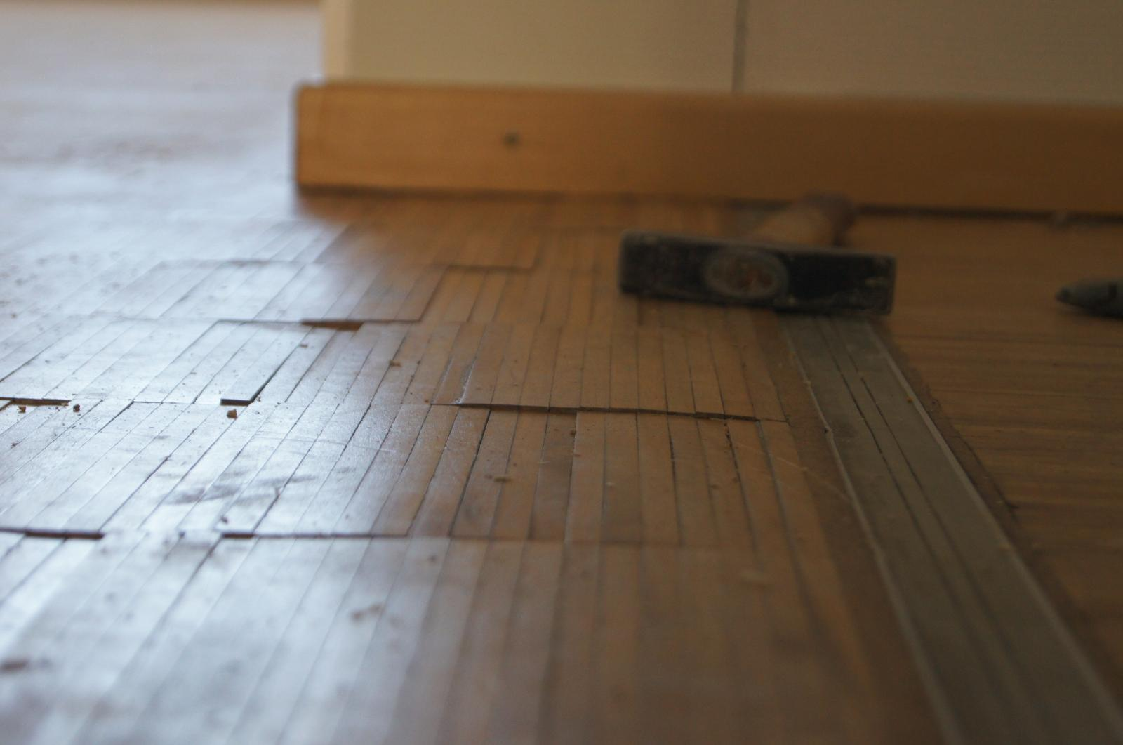 parkett ausbessern kratzer im parkett ausbessern und entfernen wie teuer ist parkett. Black Bedroom Furniture Sets. Home Design Ideas